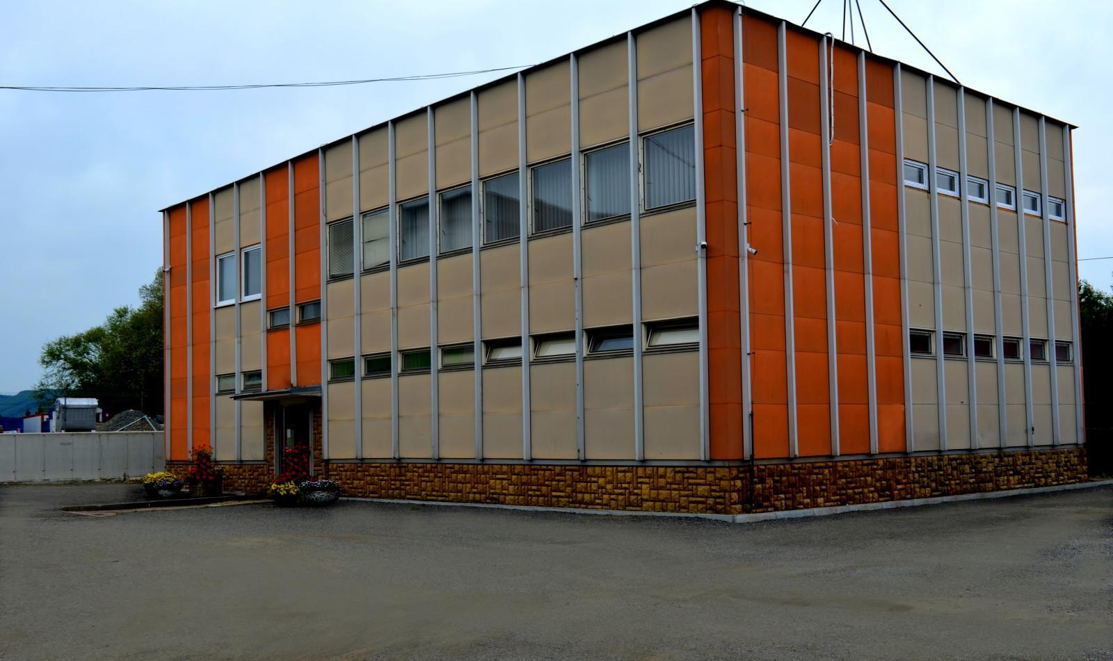 cb7f1a0c58 ... Administratívna budova SLUŽBA